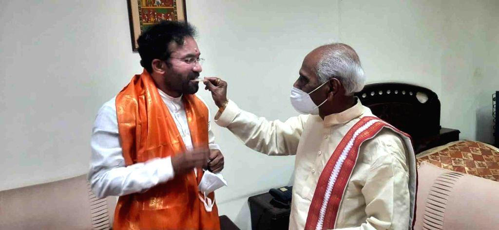 Hyderabad : Telangana Governor Sundera Rajan & Union Minister Kishan Reddy  greeted Governor Himachal Pradesh Bandaru Datatiriya at Mark of 74 BirthDay celebration in Hyderabad on Wednesday, 16 ... - Kishan Reddy