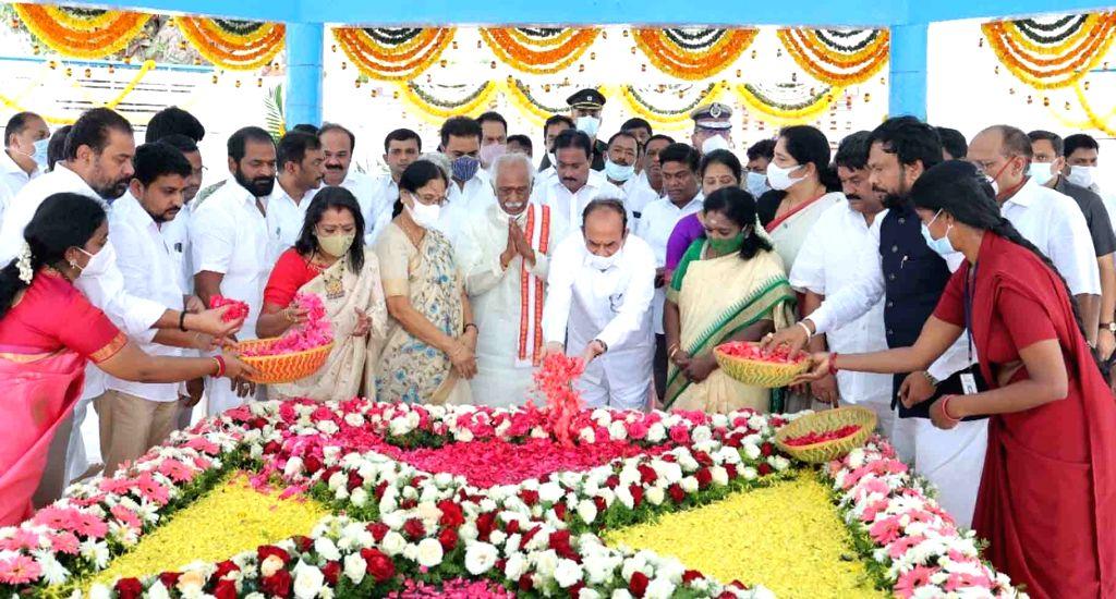 Hyderabad : Telangana Governor Tamilisai Soundararajn  , Haryana Governor Bandaru Datatiriya , and Minister ,  ,  offered tributes to the Mahatma Gandhi on the occasion of Gndhi Jayanti at Gandhi ...