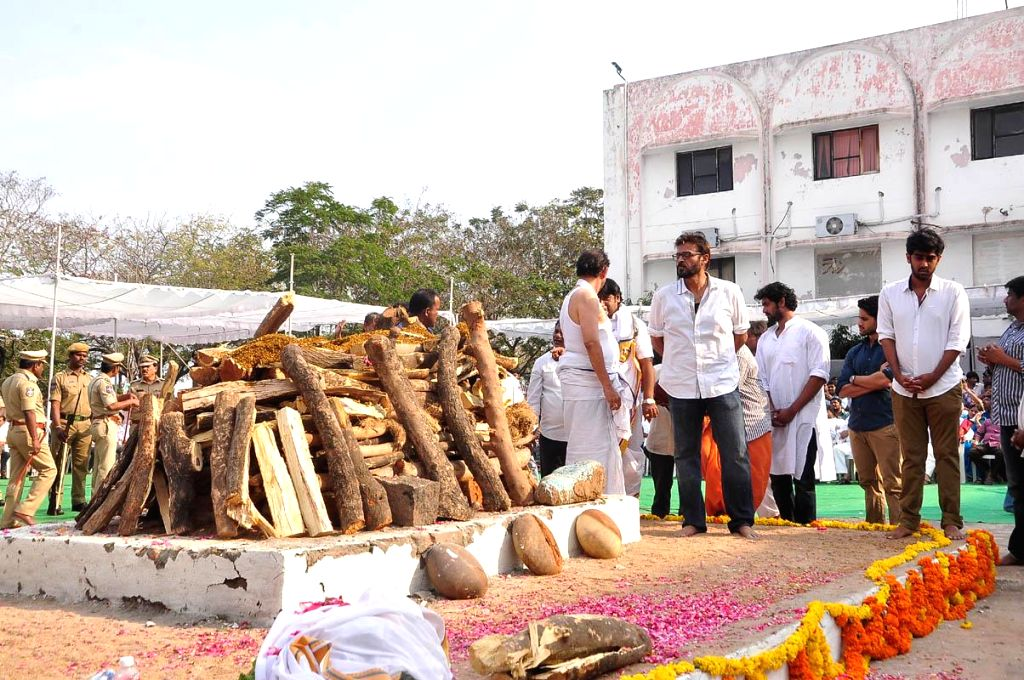 The last rites of the legendary filmmaker Daggubati Ramanaidu who breathed his last on 18th Feb 2015 underway in Hyderabad on Feb 19, 2015.