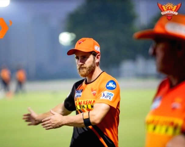 Hyderabad won the toss and elected to bat (-1)