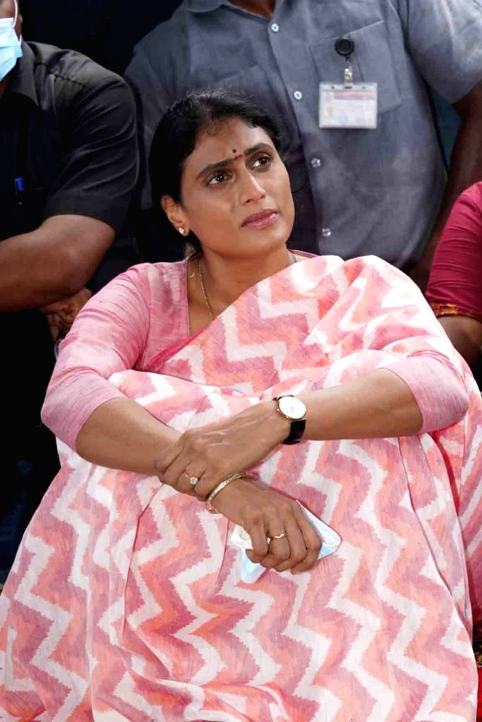 Hyderabad : Y.S. Sharmila, daughter of YS Rajsheker Reddy Ex Chief Minister  visited the Suryapet Unveiling statue of YSR in Hyderabad on Wednesday, 16 June, 2021. - Rajsheker Reddy E