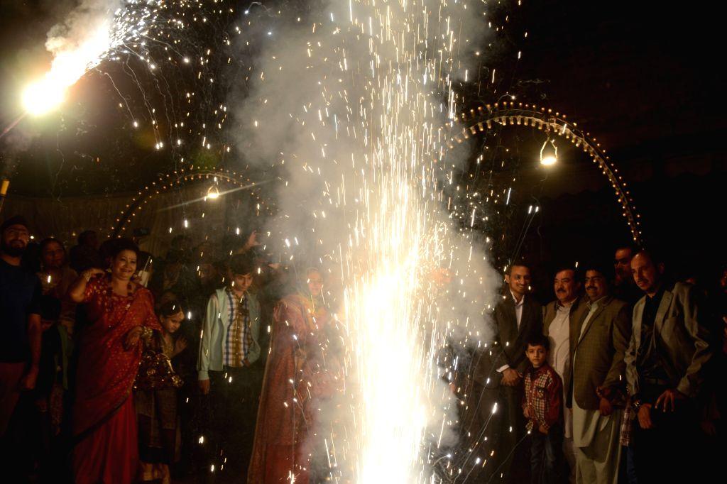 Imran extends Diwali greetings to Pakistani Hindus