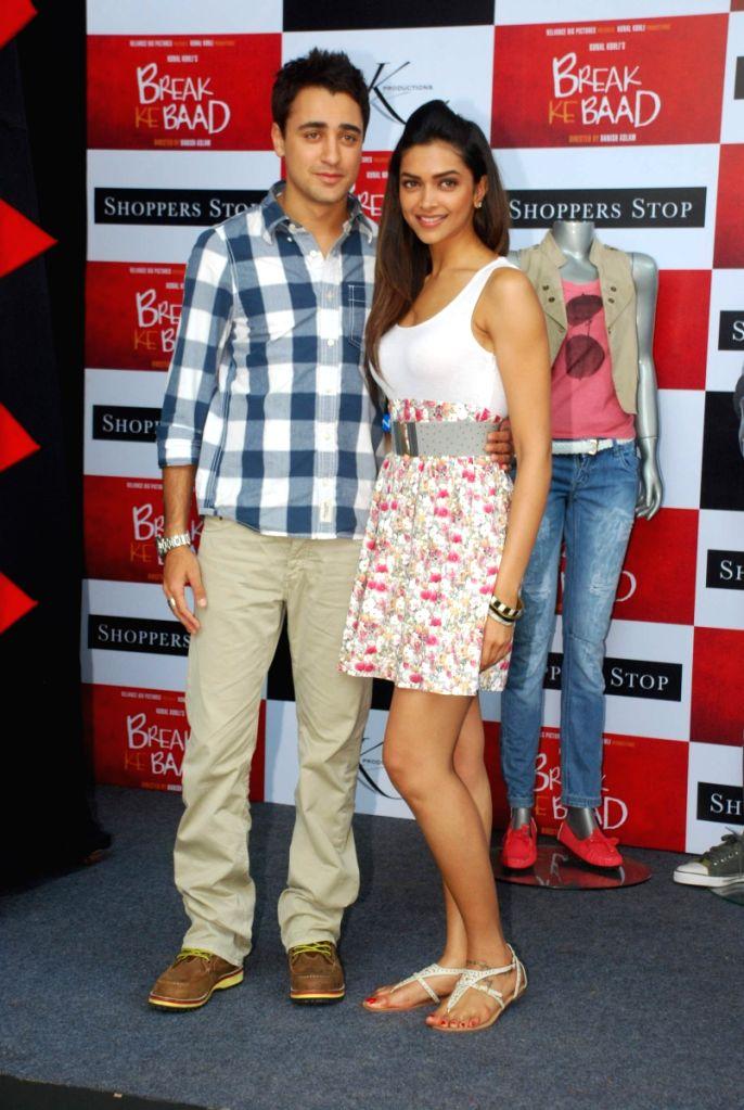 Imran Khan and Deepika Padukone at Shoppers Stop Break ke ... | 686 x 1024 jpeg 116kB