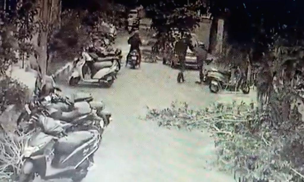 In filmy style, Chennai SI catches bike-borne phone snatcher