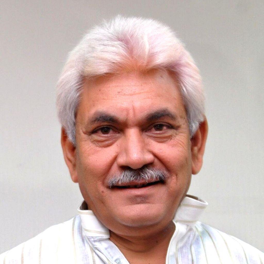 In Kashmir, Covid-19 draws LG Manoj Sinha and mainstream politicians into a huddle. - Manoj Sinha