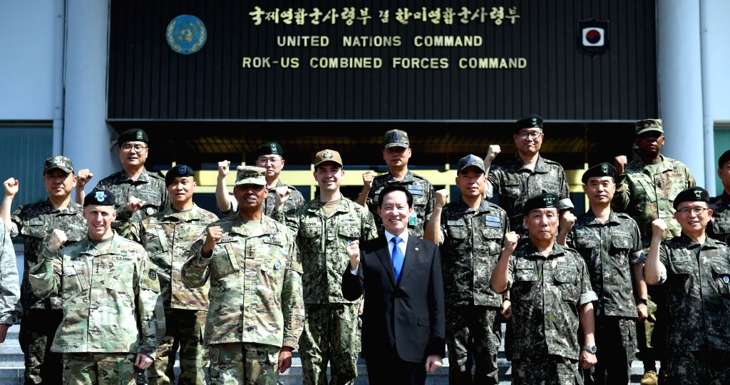 In this photo courtesy of the Defense Ministry, South Korean Defense Minister Song Young-moo poses with South Korean and U.S. soldiers during his first visit to the Korea-U.S. Combined Forces Command ... - Song Young