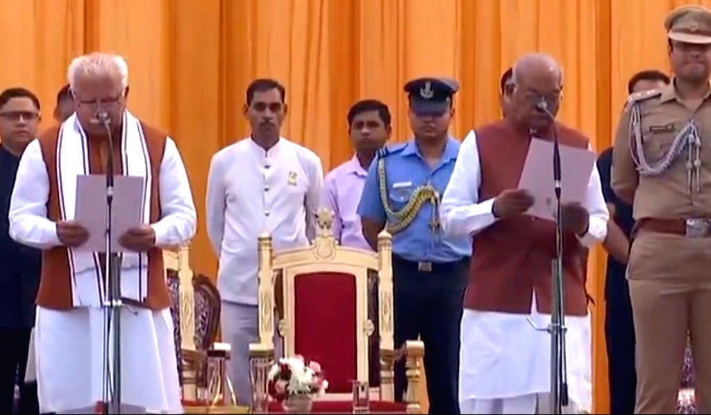 Incumbent Harayana Chief Minister Manohar Lal Khattar take oath as Chief Minister in the presence of State Governor Satyadeo Narain Arya during the swearing-in ceremony at the Haryana Raj ... - Manohar Lal Khattar