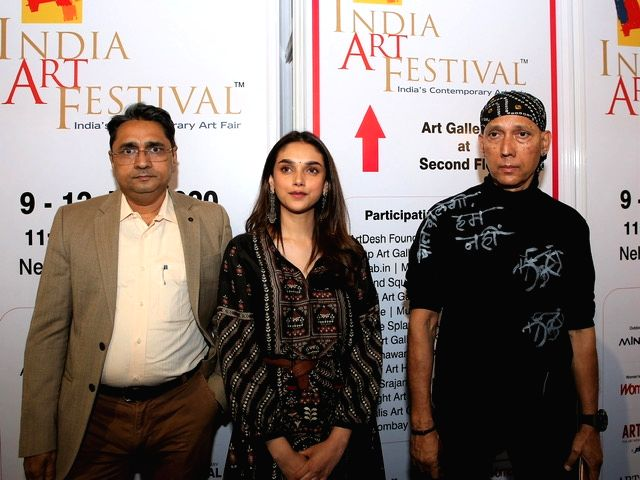 India Art Festival Director Rajendra, actress Aditi Rao Hydari and artist Gautam Patole at the India Art Festival 2020. - Aditi Rao Hydari