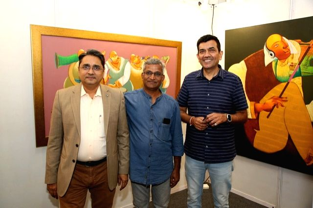 India Art Festival Director Rajendra, artist Shantkumar Hattarki and chef Sanjeev Kapoor at the India Art Festival 2020. - Shantkumar Hattarki and Sanjeev Kapoor