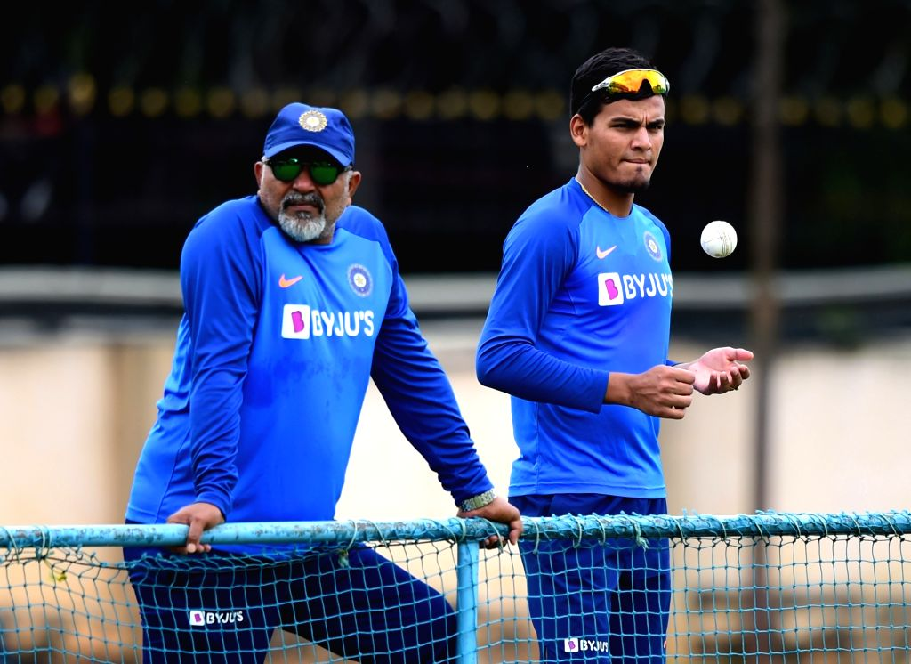 India bowling coach Bharat Arun and Rahul Chahar during a practice session ahead of the 3rd T20 match against South Africa at Chinnaswamy Stadium, in Bengaluru on Sep 20, 2019.