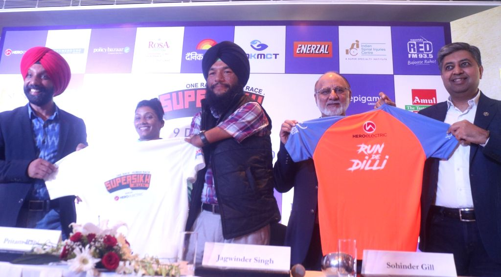 India's first blade runner, Major (Retired) DP Singh, India's Armless cyclist Jagwinder Singh, Hero Electric CEO Sohinder Singh Gill and MD Naveen Munjal unveil the jersey ahead the third ... - Jagwinder Singh and Sohinder Singh Gill
