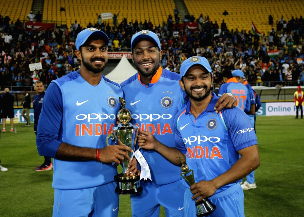 India's Lokesh Rahul, Hardik Pandya and Kedar Jadhav pose with the trophy after a 35-run victory against New Zealand in the fifth and final One Day International (ODI) match, thereby ... - Lokesh Rahul
