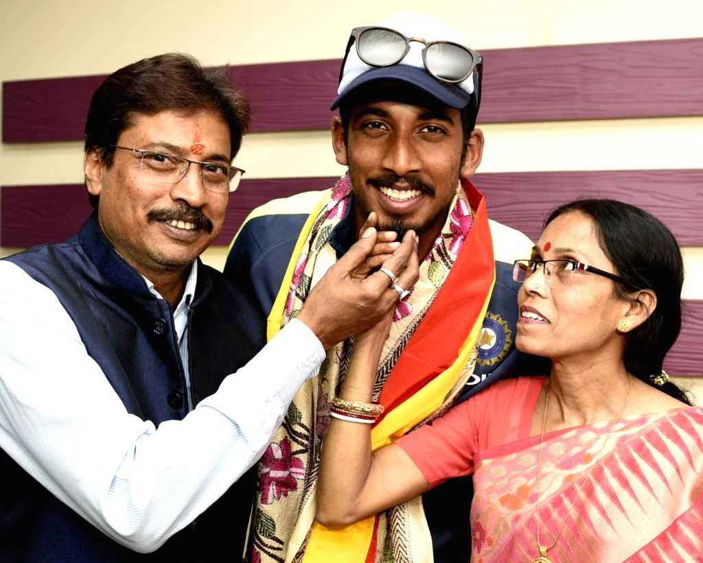India's U-19 cricket team player Ishan Porel along with his parents at Kolkata lodge on Feb 6, 2018. India thrashed Australia by eight wickets to win the U-19 ICC World Cup last Saturday.