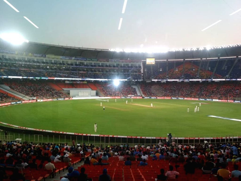 Indian batsmen see off tricky twilight period that had little threat.