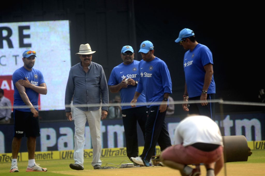 Indian captain MS Dhoni, player Rohit Sharma, team director Ravi Shastri and MCA`s vice-president and former India skipper Dilip Vengsarkar interects during a practice session ahead of the ... - MS Dhoni and Rohit Sharma
