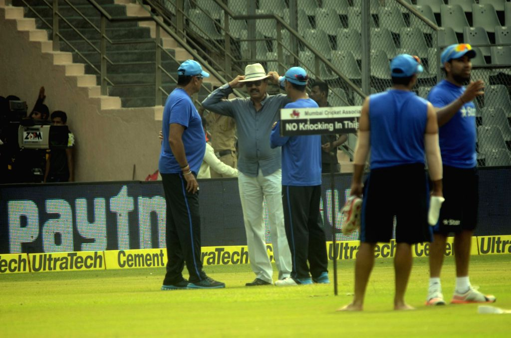 Indian captain MS Dhoni, team director Ravi Shastri and MCA`s vice-president and former India skipper Dilip Vengsarkar interects during a practice session ahead of the 5th ODI between India ... - MS Dhoni