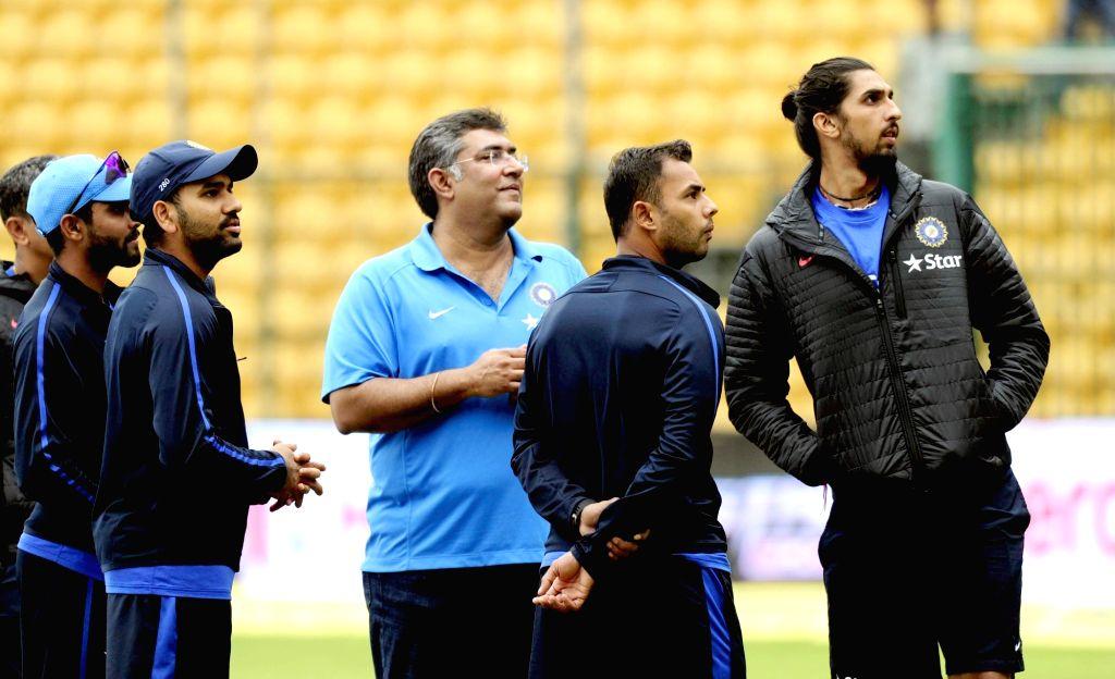 Indian cricketers Ravindra Jadeja, Ishant Sharma, Rohit Sharma and Stuart Binny at M Chinnaswamy Stadium in Bengaluru, on Nov 18, 2015. The second test match between India and South Africa ... - Ravindra Jadeja, Ishant Sharma and Rohit Sharma