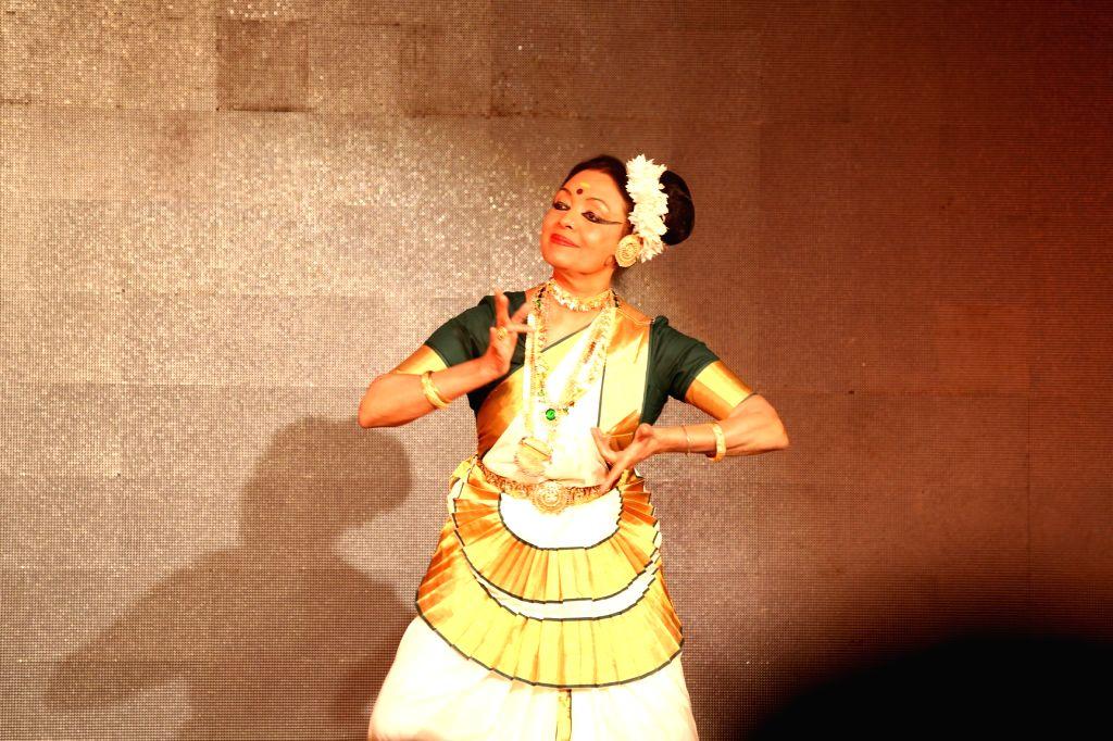 "Indian dancer Bharati Shivaji performs ""Mohiniattam"" during Kerala Smriti at India International Centre in New Delhi on Sept 9, 2018."