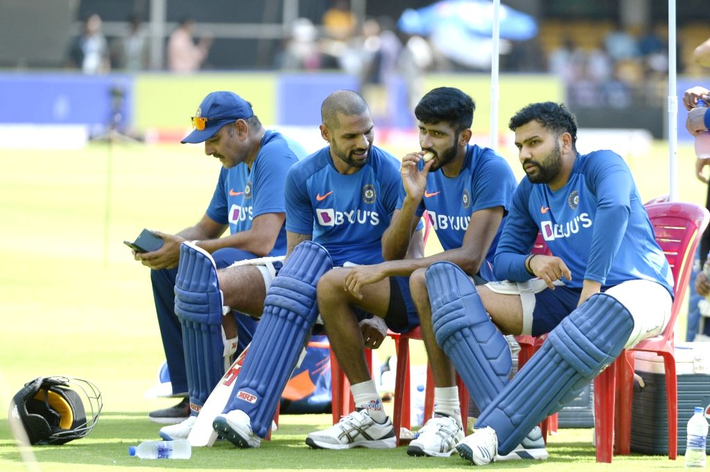 Indian Head coach Ravi Shastri with cricketers Shikhar Dhawan and Rohit Sharma during a practice session ahead of the final T20I match against South Africa, at M. Chinnaswamy Stadium in ... - Shikhar Dhawan and Rohit Sharma