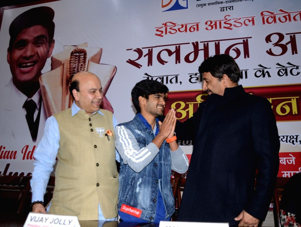Indian Idol 10 winner Salman Ali greets BJP leader Vijay Jolly and Delhi BJP President Manoj Tiwari during a programme organised to felicitate him in New Delhi, on Jan 10, 2019.