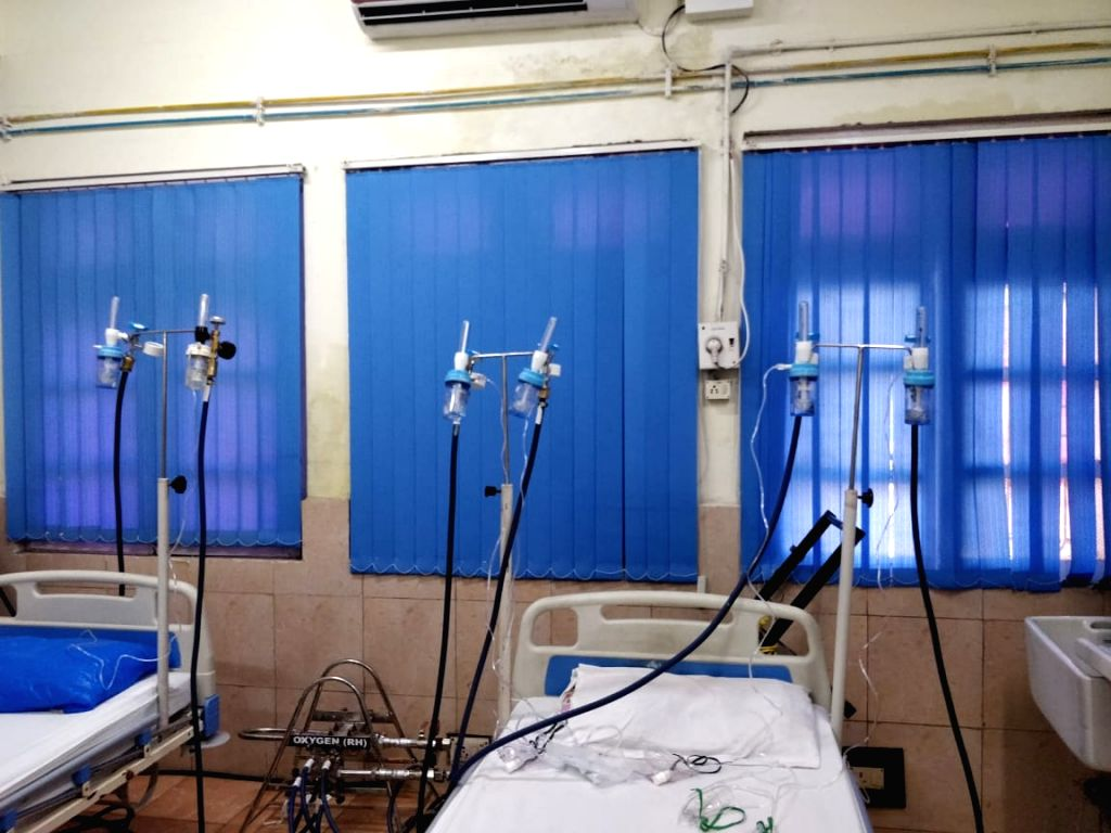 Indian Navy manufactures portable multi-feed oxygen cylinder for COVID-19 patients  (Photo: IANS)