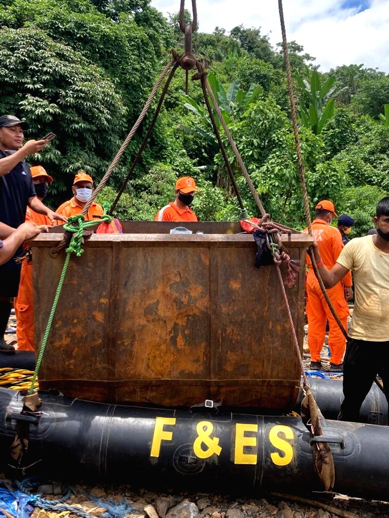 Indian Navy operation to rescue trapped miners in Meghalaya continues, a body recovered
