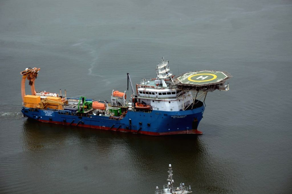 Indian Navy rescuers start searching for missing Indonesian sub.