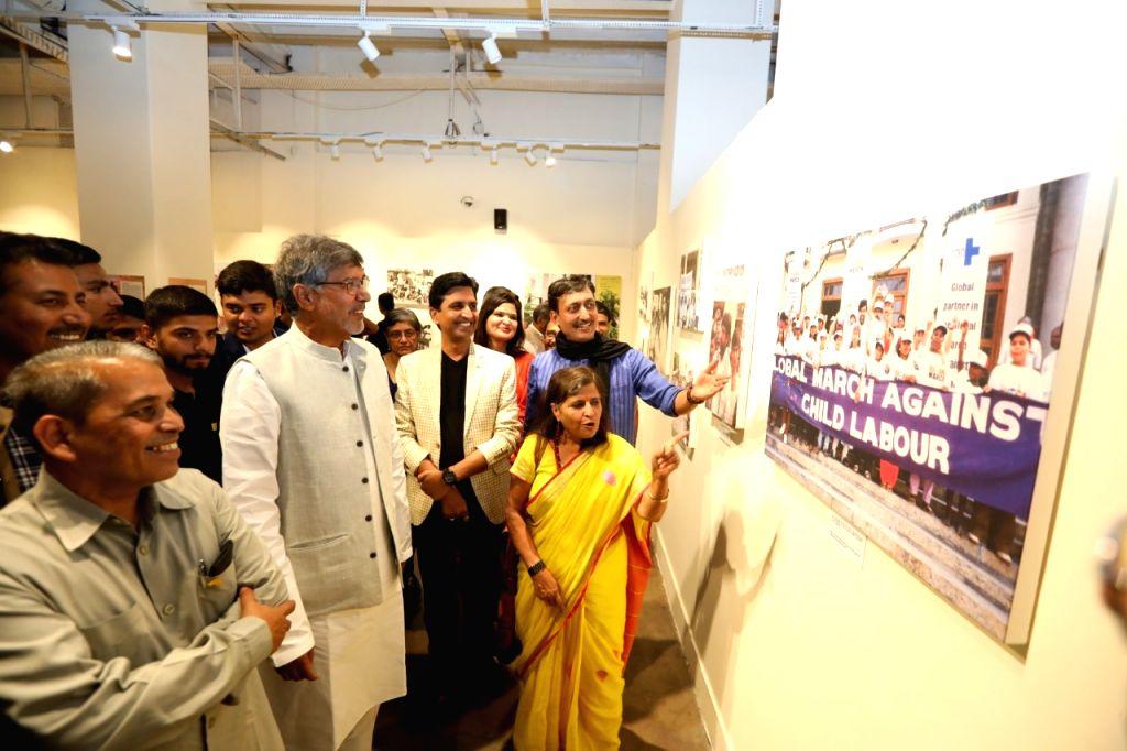 Indian Nobel Laureate and children's rights activist Kailash Satyarthi, his wife Sumedha Kailash and Indian poet Kumar Vishwas at the inauguration of a week-long photo exhibition ???From ... - Kailash Satyarthi