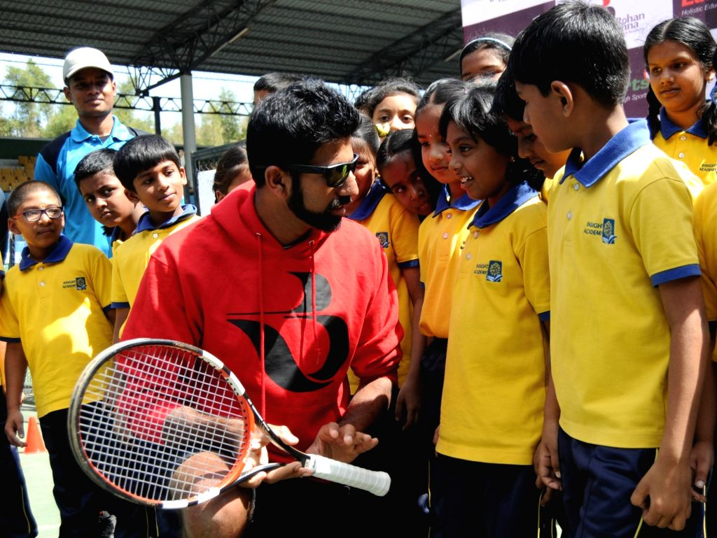 Indian tennis player Rohan Bopanna interacts with young tennis players during the announcement of the partnership of EduSports and The Rohan Bopanna Tennis Academy at Karnataka State Lawn ... - Rohan Bopanna