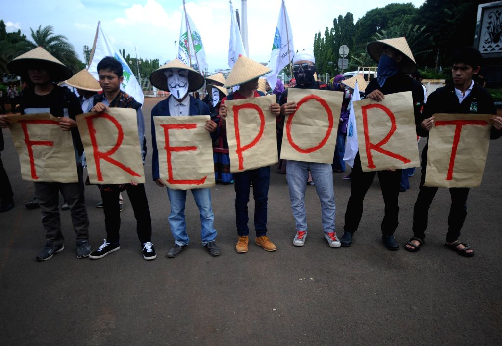 Indonesian Muslim students hold placards during a rally against Freeport Indonesia allegations in Jakarta, Indonesia, Dec. 7, 2015. Indonesia's House of ... - Setya Novanto