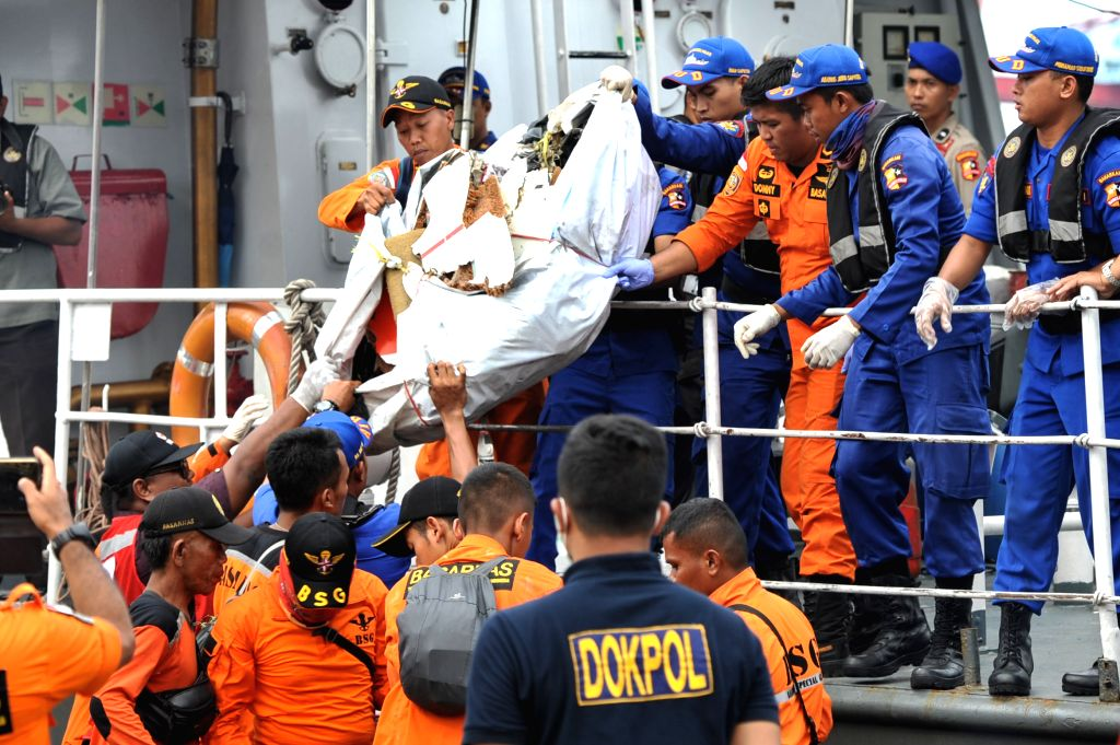 :Indonesian Search and Rescue (SAR) members carry debris and personal items of the crashed Lion Air JT 610, at the Tanjung Priok port, Jakarta, Indonesia, Oct. ...