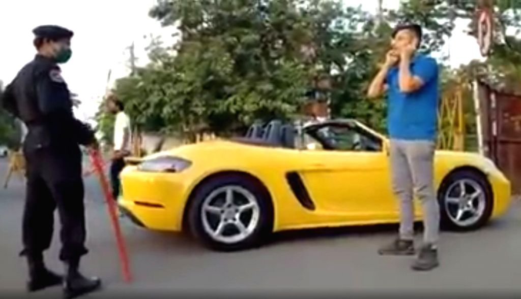 Indore: Porsche rider made to do sit-ups for not wearing mask.