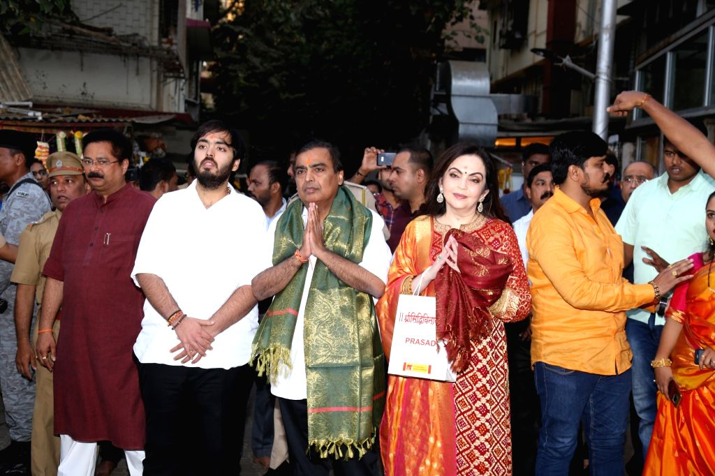 Industrialist Mukesh Ambani and his wife Nita Ambani along with their son Anant Ambani arrive at Siddhivinayak Temple to offer the very first wedding invitation of their son Akash Ambani to ... - Mukesh Ambani, Nita Ambani, Anant Ambani and Akash Ambani