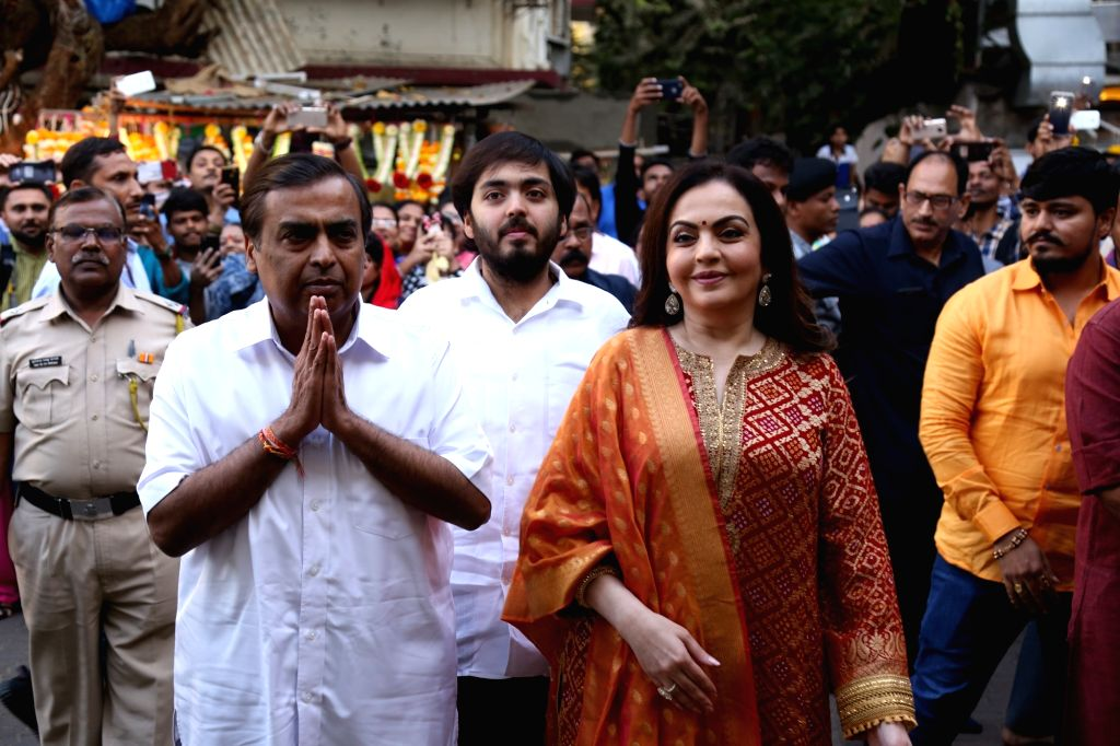 Industrialist Mukesh Ambani and his wife Nita Ambani along with their son Anant Ambani arrive at Siddhivinayak Temple to offer the very first wedding invitation of their son Akash Ambani to ... - Mukesh Ambani, Nita Ambani, Anant Ambani and Akash Ambani