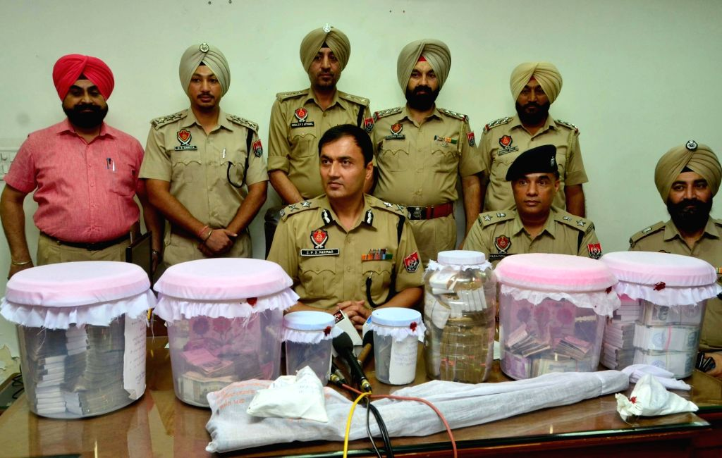 Inspector General, Border Range, SPS Parmar and Senior Superintendent of Police Parampal Singh present before media the money and weapons worth lakhs burgled from the Majitha branch of ... - Parampal Singh