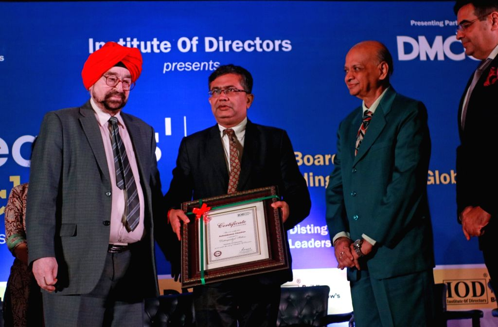 Institute Of Directors president J. S. Ahluwalia and retired Supreme Court judge Arijit Pasayat felicitate Bombay Stock Exchange MD and CEO Ashish Chauhan during the Director's conclave ... - Ashish Chauhan