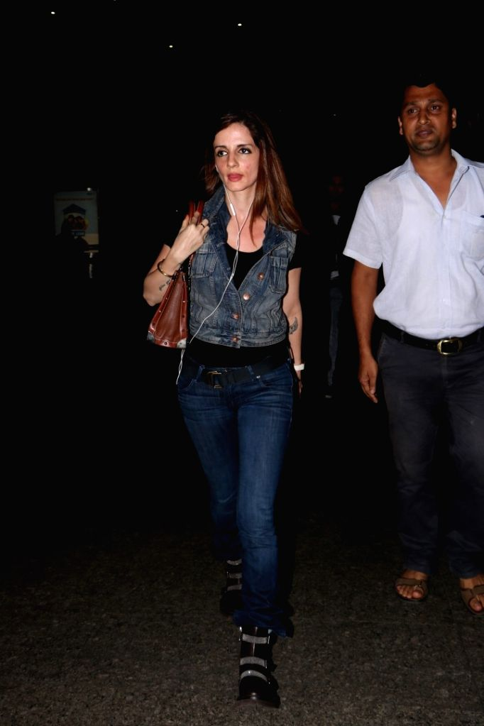 Interior Designer Sussanne Khan spotted at Chhatrapati Shivaji Maharaj International Airport in Mumbai, on June 13, 2017. - Designer Sussanne Khan