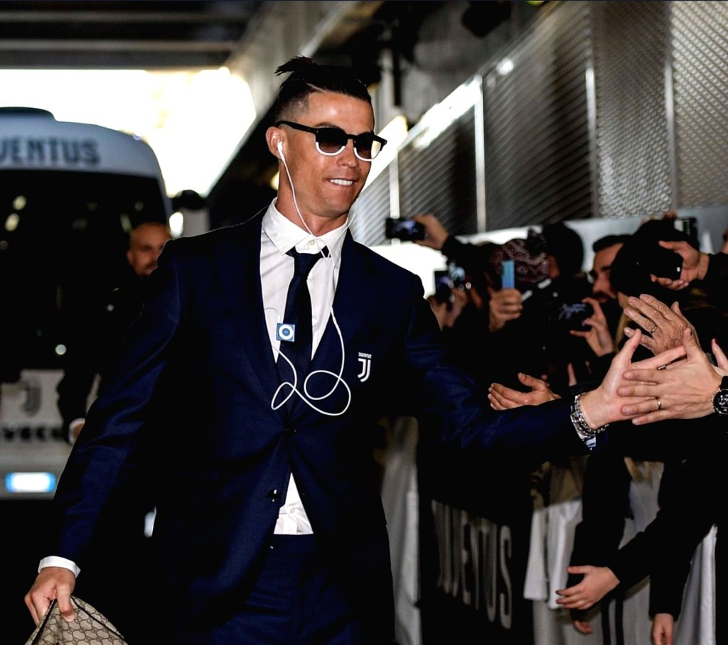 International football ace Cristiano Ronaldo has drawn comments from Twitter users after a picture of him using a retro iPod Shuffle. Ronaldo was seen using an iPod shuffle as he arrived at the stadium here before Juventus' Serie A clash against Cagl