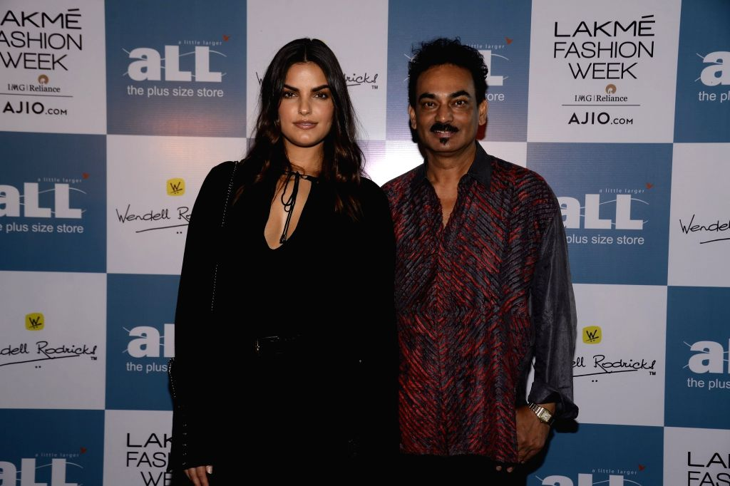 International model Lisa Golden and fashion designer Wendell Rodricks during a programme in Mumbai, on June 23, 2017. - Lisa Golden