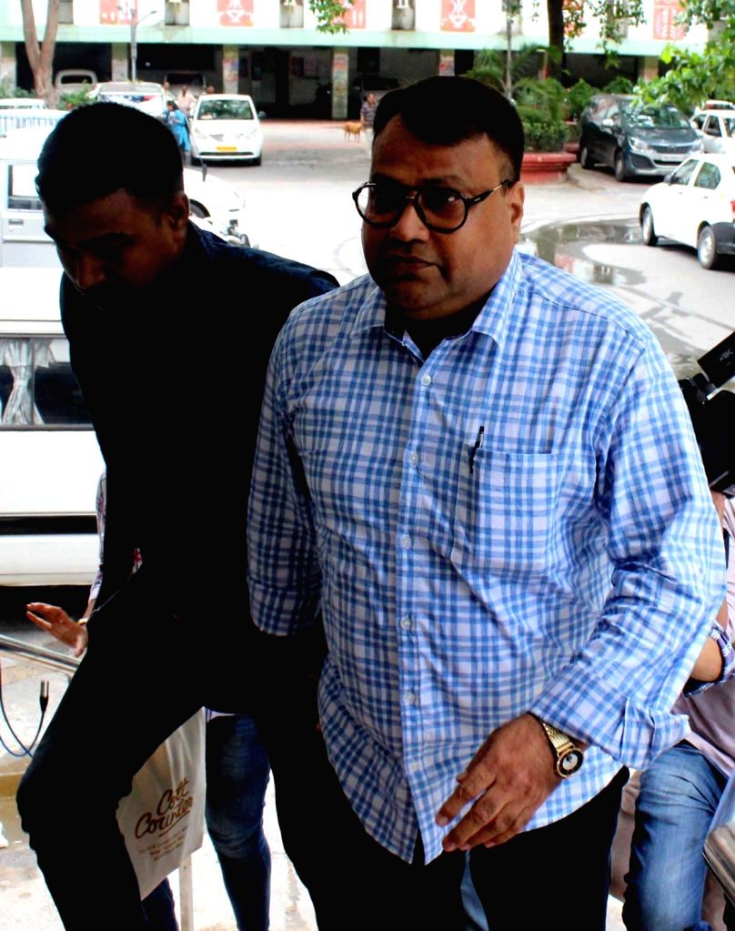 IPS officer S.M.H. Mirza, who was named in an FIR lodged by CBI along with a dozen senior leaders of Trinamool Congress, in the Narada sting footage case arrives to appear before the agency ... - H. Mirza