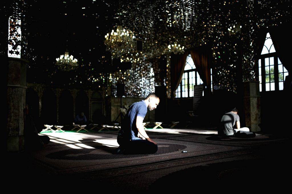 Iran begins Ramzan with closed mosques