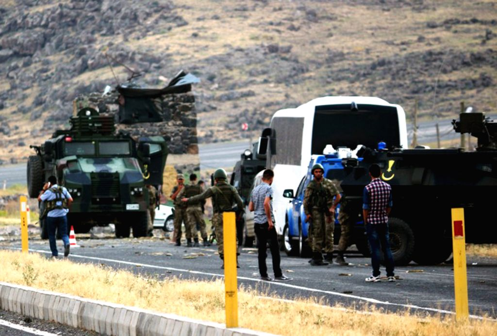 Iran, Turkey reopen key border crossing after 3 months