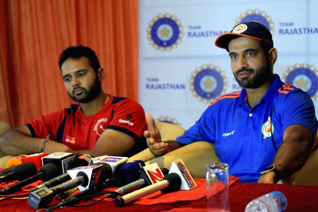 Irfan Pathan of Baroda Ranji team and Parthiv Patel of Gujarat address a press conference at Sawai Mansingh Stadium in Jaipur, on Oct 5, 2016. - Parthiv Patel