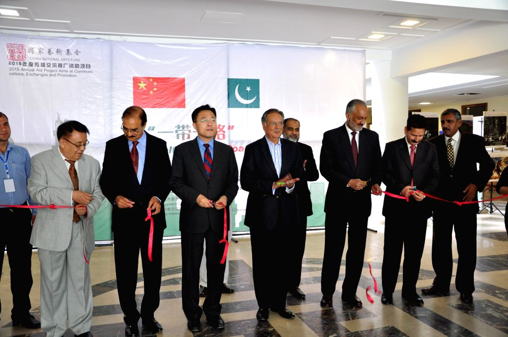 ISLAMABAD, April 22, 2016 - Pakistan's Minister of Information, Broadcasting and National Heritage Pervaiz Rashid (4th R, front) and Charge d'affairs of Chinese Embassy in Pakistan Zhao Lijian (5th ...