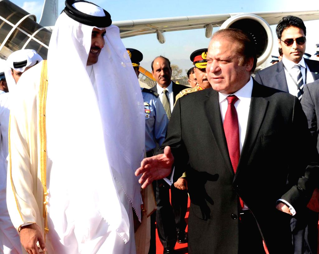 Photo released by Pakistan's Press Information Department (PID) on March 23, 2015 shows Pakistani Prime Minister Nawaz Sharif (R) receiving the Emir of Qatar, ... - Nawaz Sharif and Noor Khan