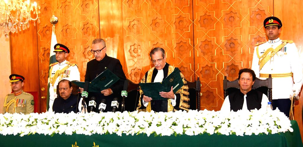 ISLAMABAD, Sept. 9, 2018 - Photo released by Press Information Department (PID) on Sept. 9, 2018 shows Chief Justice of Pakistan Mian Saqib Nisar (2nd R, front) administer the oath to the new ...