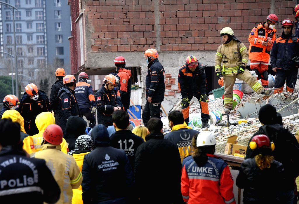 ISTANBUL, Feb. 7, 2019 - Rescue workers are seen at the scene where an eight-storey apartment building collapsed in Istanbul, Turkey, Feb. 7, 2019. An eight-storey apartment building collapsed in ...