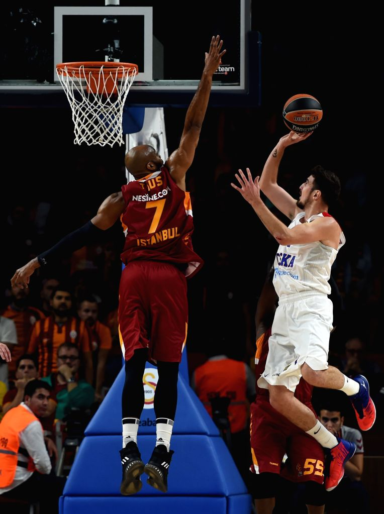 ISTANBUL, Oct. 14, 2016 - CSKA Moscow player Nando De Colo (R) goes up for a shot during a regular season match of 2016-2017 Euroleague between Turkey's Galatasaray Odeabank Istanbul and Russia's ...