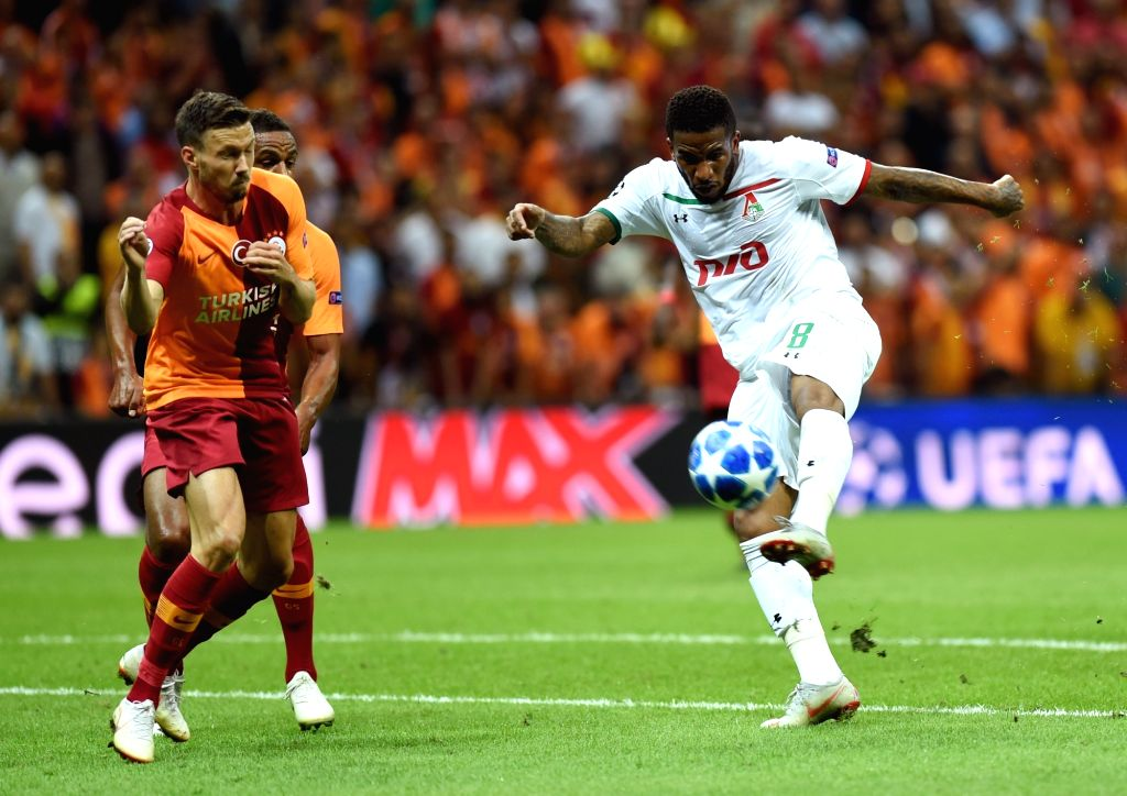 ISTANBUL, Sept. 19, 2018 - Jefferson Farfan (R) of Lokomotiv Moscow shoots during the 2018-2019 UEFA Champions League Group D match between Turkey's Galatasaray and Russia's Lokomotiv Moscow in ...
