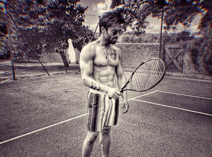 """It seems actor Pulkit Samrat has worked hard on his body for his character in Bejoy Nambiar's upcoming film """"Taish"""". Pulkit on Saturday took to Twitter and shared a picture in which he is seen flaunting his abs and chiseled muscles. - Pulkit Samrat"""